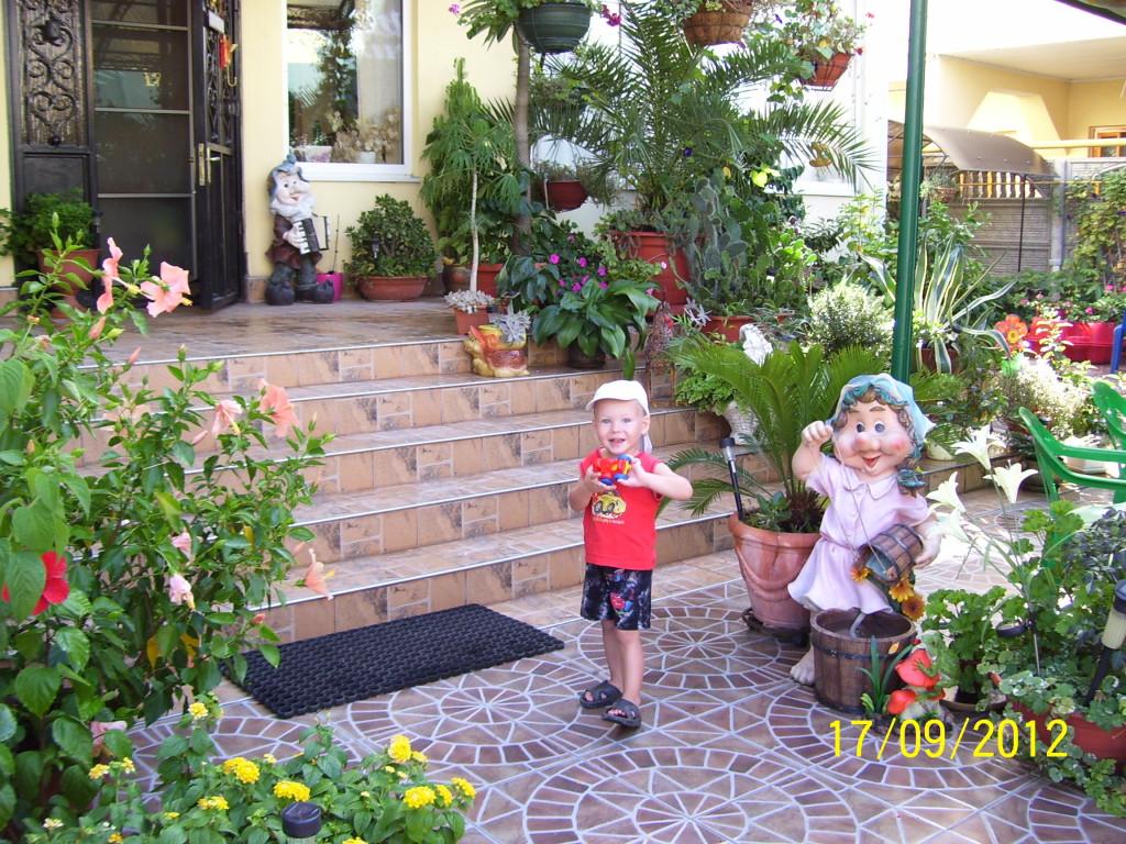 Во дворике ГД Катюша