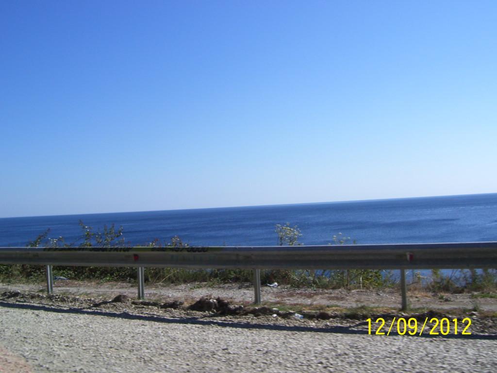 Море около Джубги