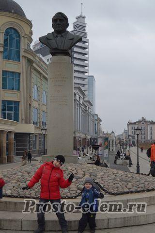 Памятник Гумилеву