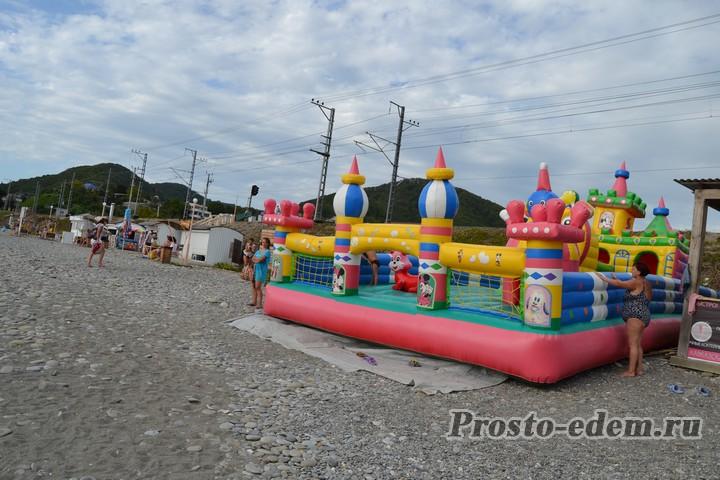 Детская площадка на пляже Головинки