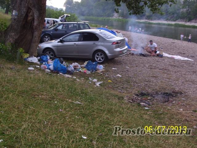 мусор на берегу Инзера