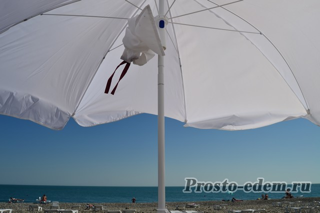лежаки и зонты напрокат в нижнеимеретинской бухте