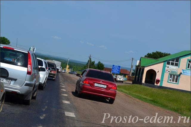 Пробка перед мостом Белая