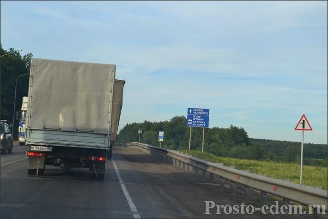 Итак, выезжаем через Шакшу на Челябинскую трассу М5 и едем в сторону Челябинска, проезжаем поворот на Иглино.