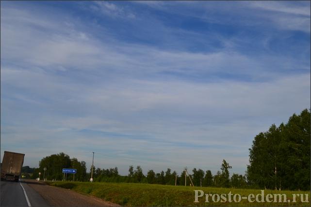 Далее, километров через 8, надо повернуть направо в сторону д. Балтика.