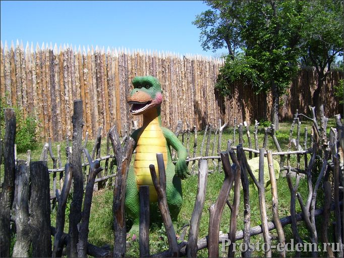 зеленый динозаврик