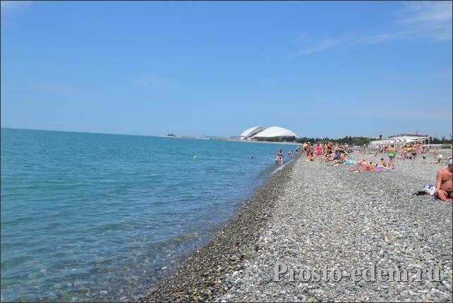 Пляж Нижнеимеретинской бухты в Адлере, май
