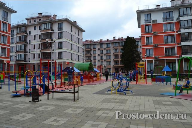 Детская площадка в квартале Чистые пруды в Адлере
