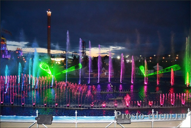 Аква-шоу Феникс в Сочи Парке в мае