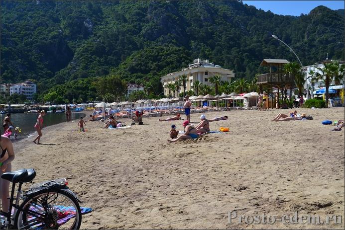 Пляж с песком в Ичмелере