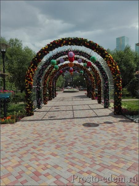 Цветочные арки в Астане