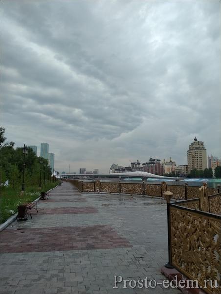 Дневная набережная реки Ишим