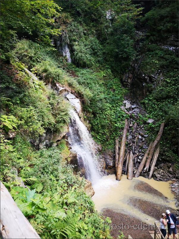 vodopad-v-gorax-sochi